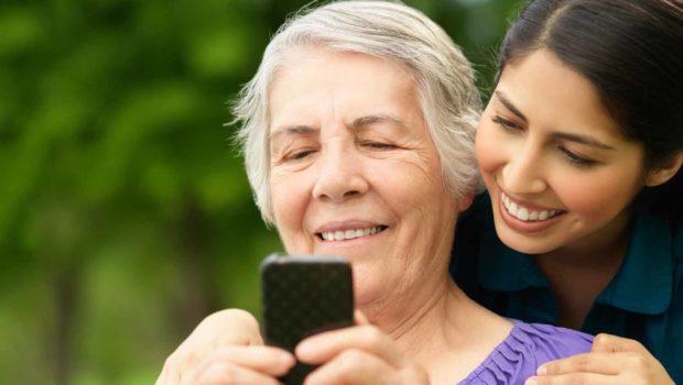 5 trucchi per far convivere anziani e tecnologia
